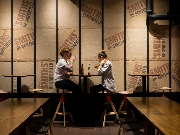 Smiths-Bar_04